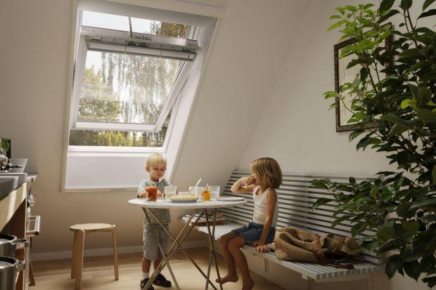 Wyobraź sobie, że możesz spać latem na poddaszu przy otwartym oknie i cieszyć się orzeźwiającym chłodem bez uciążliwych owadów. Tak skuteczną ochronę przed insektami zapewnia moskitiera. Zobaczcie ciekawą nowość znanego producenta!