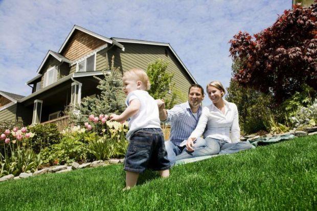 Dom zaprojektowany w zgodzie z ekologią to same korzyści.Zielone budynki są bardziej przyjazne mieszkańcom oraz generują duże oszczędności związane z kosztami użytkowania. Jak stworzyć taki dom? Zobaczcie nasz poradnik.