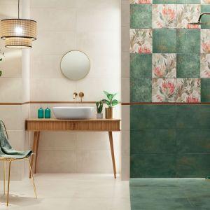 Delikatny wzór kwiatowy widoczny jest także w kolekcji Margot Green marki Domino. Tym razem jednak pojawia się on w formie dekoracyjnych ornamentów i w połączeniu z lekko przetartą strukturą betonu na płytkach bazowych. Fot. Domino/Tubądzin