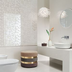 Kolekcja Modern Pearl marki Tubądzin to idealna propozycja dla miłośników dzikiej przyrody, barwnych ptaków i rajskich motywów kwiatowych. Fot. Tubądzin