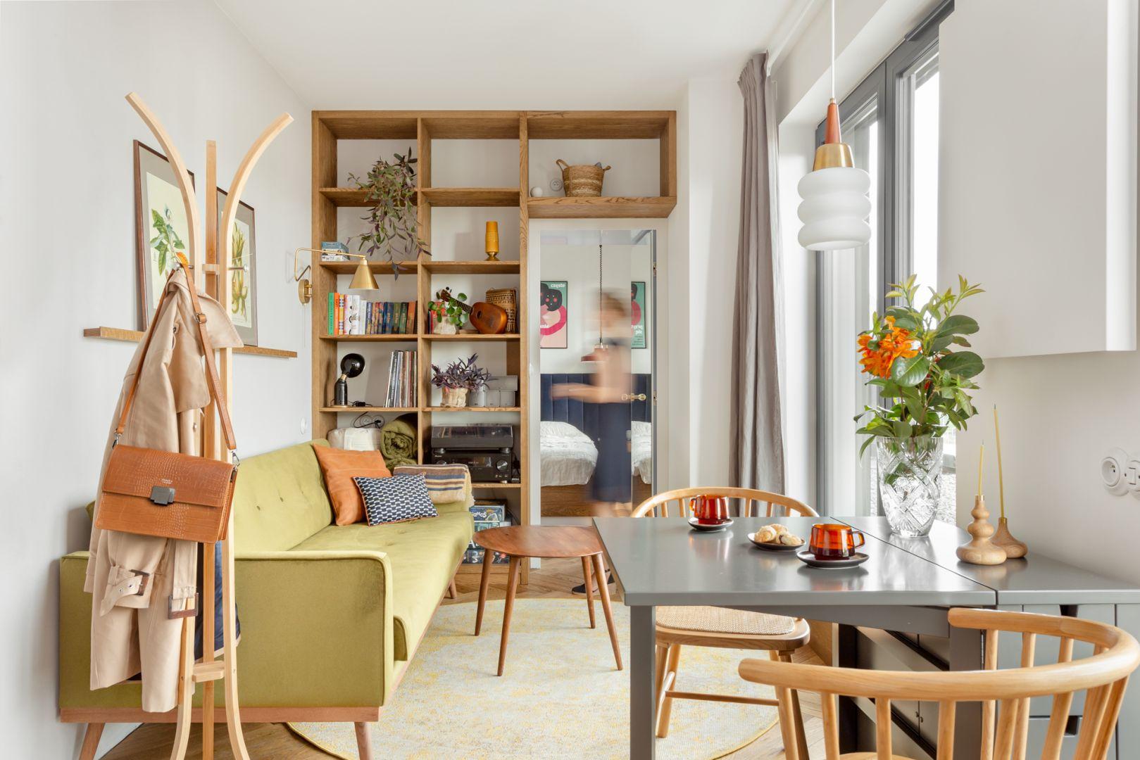 Mieszkanie ma powierzchnię 30 m2 i proporcje przypominające tramwaj, 2,4 x12 m. Projekt: Patrycja Morawska. Fot. Anna Laskowska/Dekorialove