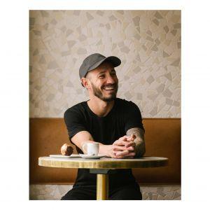Cédric Grolet odznacza się kreatywnością i osobowością. Jego inspirowane naturą kreacje sprawiły, że jest on jednym z najlepszych cukierników na świecie i wzorcem w dziedzinie autorskich wypieków. Fot. Zara Home