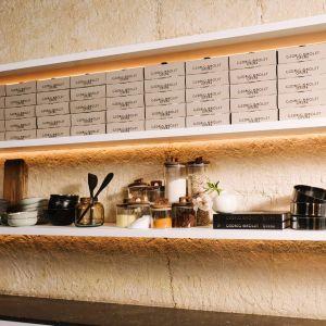 W skład kolekcji wchodzą: sitka, łyżki z długą rączką, szpatułki, trzepaczki, szczypce, pędzle, obieraczki, moździerze, zestaw łyżek do odmierzania, dwie miski, wałek do ciasta i wyciskarki. Fot. Zara Home