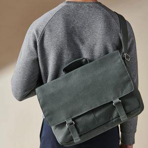Torba na pasku DRÖMSÄCK. Dzięki tej ponadczasowej torbie na ramię zawsze masz pod ręką klucze, telefon komórkowy i kartę podróżną - oraz miejsce na pudełko śniadaniowe i komputer. Cena: 79,99 zł. IKEA