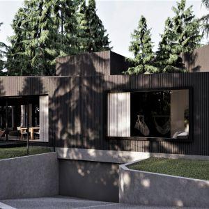 Elewacja domu wykończona została drewnem, które swój czarny kolor zawdzięcza opalaniu płomieniem. Projekt: pracownia Core