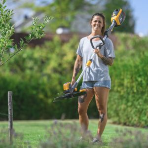 Sekator akumulatorowy SHT 100 AE pozwoli na swobodne kształtowanie krzewów bukszpanu, ligustru czy trzmieliny.
