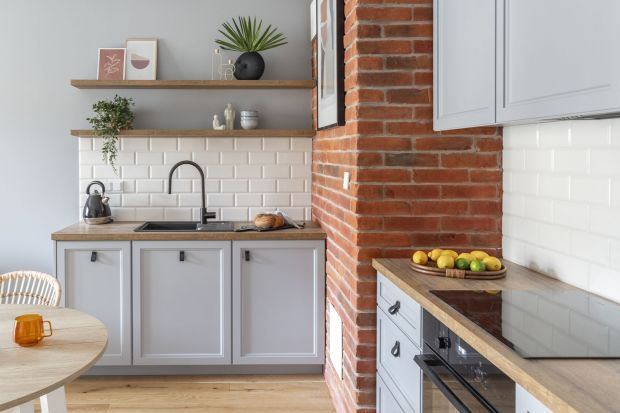 Sposób wykończenia i wystroju ścian nad kuchennym blatem może całkowicie odmienić kuchnię, nadając jej wyjątkowy charakter. W tym pomieszczeniu szczególnego znaczenia nabiera połączenie kwestii dekoracyjnych z praktycznymi, by strefa przygotow