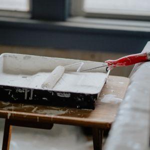 Przez cały proces czyszczenia niezwykle ważne jest, aby dobierać środki pod rodzaj czyszczonej powierzchni. Fot. Jurga