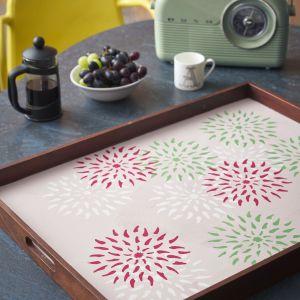 Annie Sloan pomysł na dekorację tacy z farbami Chalk Paint