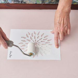 Annie Sloan pomysł na dekorację tacy z farbami Chalk Paint. Krok 2