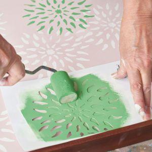Annie Sloan pomysł na dekorację tacy z farbami Chalk Paint. Krok 4