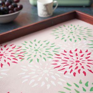 Annie Sloan pomysł na dekorację tacy z farbami Chalk Paint. Krok 6