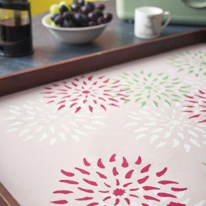 Annie Sloan pomysł na dekorację tacy z farbami Chalk Paint.