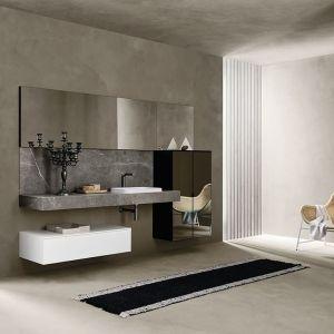 Przestronna łazienka urządzona w kolorach ziemi. Fot. mat. prasowe Laminam