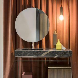 Łazienka z blatem ze spieków kwarcowych. Fot. mat. prasowe Laminam