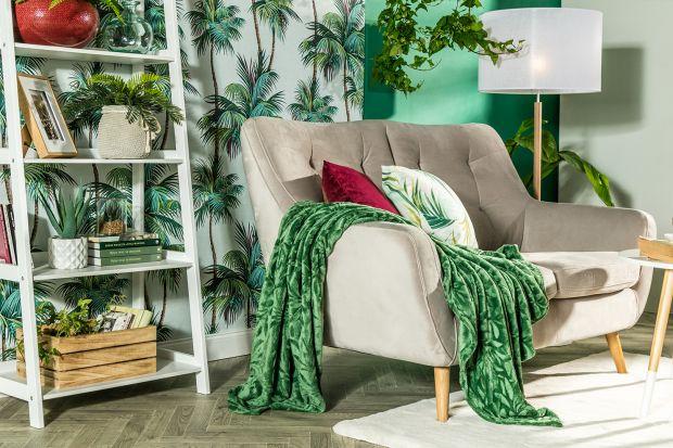 Doniczki,poduszki, figurki dekoracyjne. W żywych kolorach i modnych motywach. Sprawdź, jakie dodatki wybrać, aby twoje wnętrze zachwycałobeztroską, letnią atmosferą.
