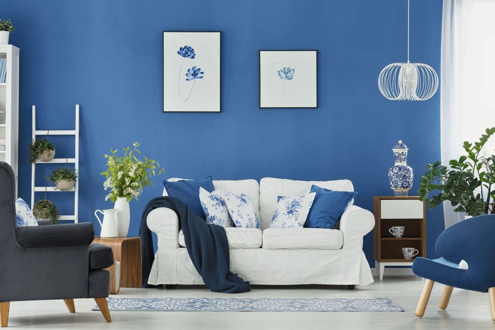 Farba Jedynka Deco&Protect MORSKI KLIMAT pozwoli przenieść się myślami nad wodę. Błękit w duecie z klasyczną bielą niesie skojarzenia ze spienionym falami morzem, przynosząc prawdziwe orzeźwienie. Cena: ok. 64 zł/5 l. Jedynka, farbyjedynka.pl