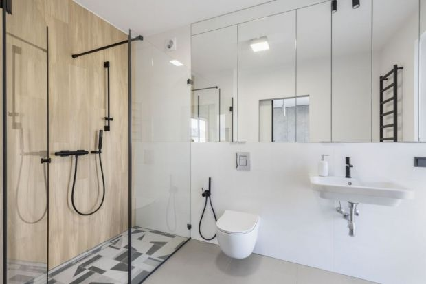 Łazienka nie istnieje bez dobrego oświetlenia. Przy wyborze opraw oświetleniowych do łazienki trzeba kierować się nie tylko wyglądem, ale również względami praktycznymi oraz kwestiami związanymi z bezpieczeństwem, do których zalicza się mię
