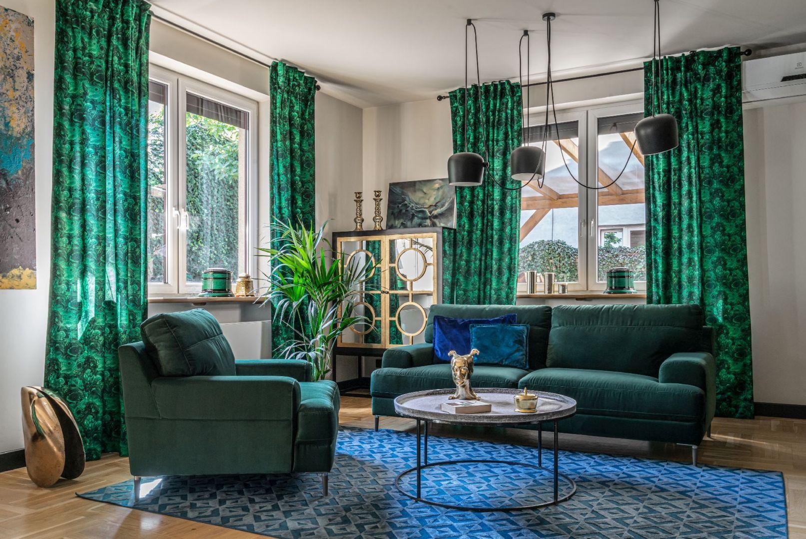 Zielona sofa i fotel do salonu z kolekcji Monday. Fot. Gala Collezione