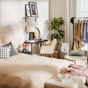 We wnętrzach urządzonych w stylu boho znajdziesz więc dużo drewna, ozdoby z wikliny i naturalne tkaniny takie jak len czy bawełna. Fot. Westwing
