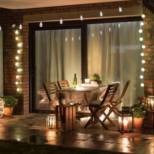 Poczynając od płytek, przez meble, kończąc na roślinach na balkon lub taras – zawsze wybierajmy te, które przeznaczone są do użytkowania na zewnątrz. Fot. Sika Poland
