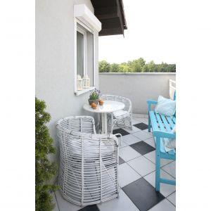 Nieduży balkon w mieszkaniu w bloku. Projekt: Magdalena Kwiatkowska. Fot. Bartosz Jarosz