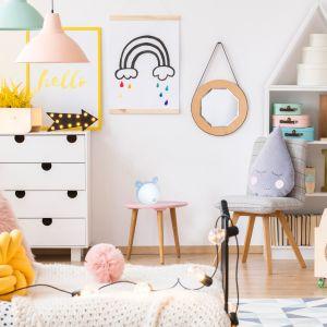 W pokojach dziecięcych najczęściej spotkać można pastelowe odcienie – to one dodają wnętrzu ciepła i przytulności.