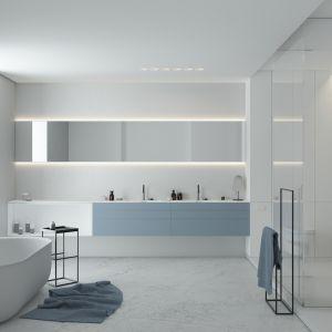Utrzymać porządek na co dzień w łazience pomogą liczne szafki i zabudowy. Fot. Komandor