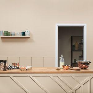 Ściany w kuchni pomalowano farba Beckers Designer w kolorze  Cappuccino. Fot. Beckers