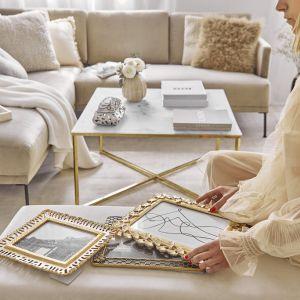 Dekoracyjne ramki na zdjęcia, wazony, drobiazgi na stoliku kawowym – bez nich paryżanki nie wyobrażają sobie aranżacji. Fot. WestwingNow
