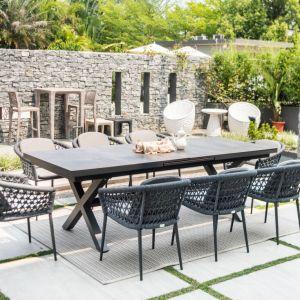 Komplet mebli ogrodowych Fast to propozycja dla miłośników łączenia klasyki i nowoczesności. Fot. Miloo Home