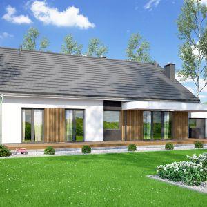 Drewno zastosowane na elewacji nadaje bryle domu przytulnego klimatu. Projekt: pracownia Archand