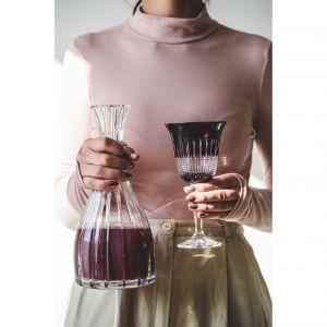 Kryształowy kieliszek STELLUM w modnym fioletowym kolorze. Cena: ok. 390 zł/6 szt., Huta Julia, juliacrystal.com