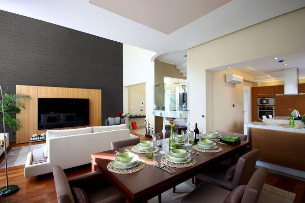 Szare płytki klinkierowe to idealne rozwiązania do wykończenia ścian w salonielub w sypialni. Piękne wyglądają, są modne i dostępne w wielu różnych odcieniach. Świetnie sprawdzą się także na elewacji. <br /><br />