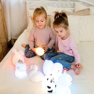Lampki od InnoGIO nie tylko będą cieszyć oko dzieci i dorosłych, ale także ułatwią dzieciom codzienne życie. Fot. InnoGIO