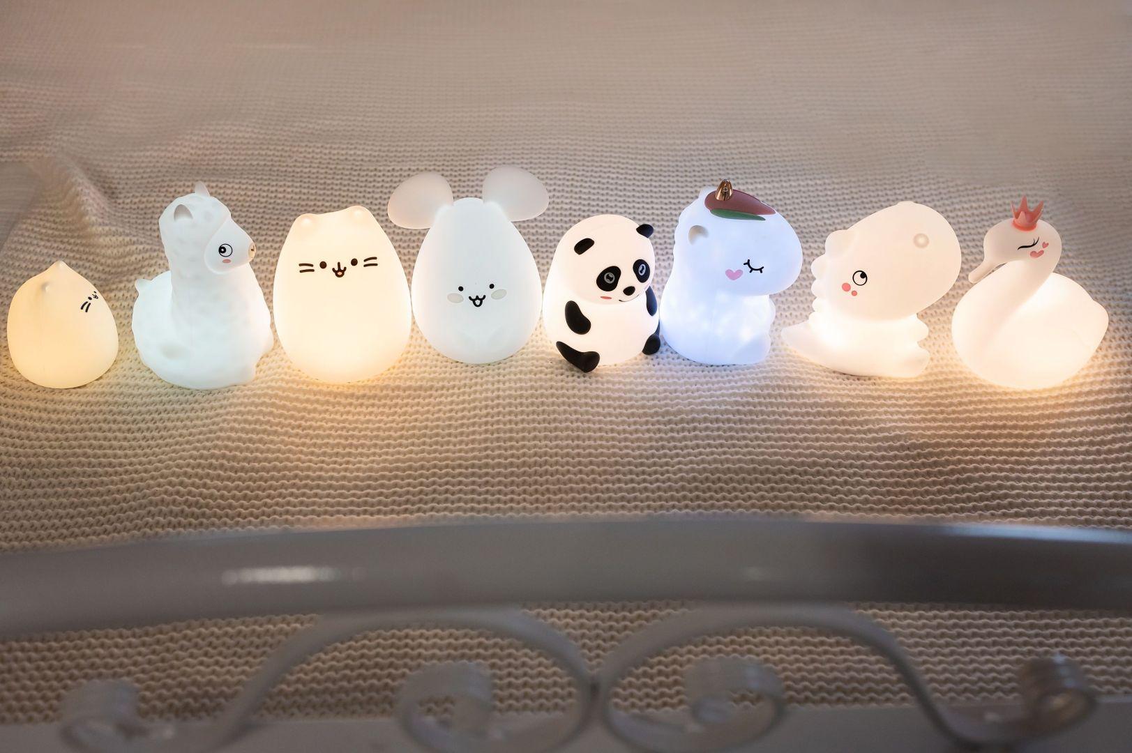 Ciepłe i delikatne światło lampki zapewni w pokoju dziecięcym cudowny klimat. Fot. InnoGIO