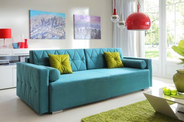 Sofa w niebieskim kolorze to świetny wybór do nowoczesnego salonu. Pięknie wygląda! Ożywi wnętrze i nada mu charakteru.