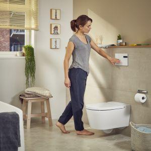 Bezdotykowy przycisk spłukujący zapewnia nowy poziom higieny. Fot. Roca