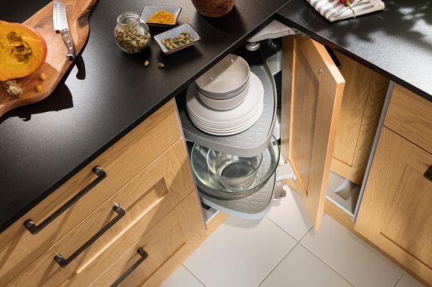 Czy w kuchni lepiej sprawdzą się szafki, czy szuflady? Którerozwiązania wybrać, aby zachować maksimum pojemności i wygody? Sprawdź.Podpowiadamy, kiedy w kuchni bardziej sprawdzą się szuflady, a kiedyszafki.