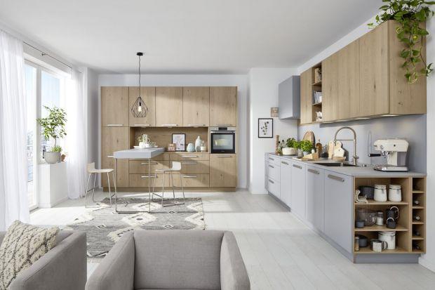 Planowanie kuchni zawsze stanowi duże wyzwanie. W przypadku małych pomieszczeń należy sprytnie zaprojektować wszystkie potrzebne strefy, a do tego maksymalnie wykorzystać każdy dostępny centymetr. Nieco innymi prawami rządzą się też kuchnie za