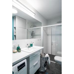 Mała, wygodna łazienka w prysznicem. Projekt i zdjęcia: pracownia KODO Projekty i Realizacje Wnętrz