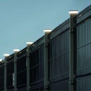 Metalowe ogrodzenia panelowa są nieco droższe od siatek, ale nadal bardzo korzystne pod względem ceny w stosunku do innych ogrodzeń. Fot. Plast-Met Systemy Ogrodzeniowe