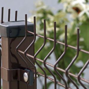 Ogrodzenie wykonane z paneli Fox. Fot. Plast-Met Systemy Ogrodzeniowe