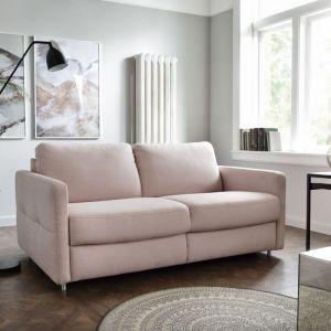 Beżowa sofa w salonie z kolekcji Ema. Dostępna w ofercie firmy Sweet Sit. Fot. Sweet Sit