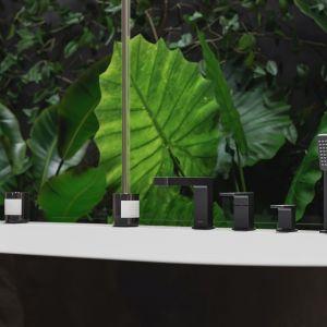 Bateria wannowa 4-otworowa z kolekcji OMNIRES BARETTI. Czarny mat jest wyrazistym wykończeniem o aksamitnej w dotyku, matowej powierzchni. Fot. Omnires