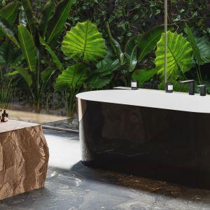 Wanna wolnostojąca OMNIRES MONACO została wykonana z innowacyjnego materiału kompozytowego Marble+, którego głównym składnikiem jest skała dolomitowa. Powierzchnia wanny jest idealnie gładka oraz łatwa w utrzymaniu czystości. Fot. Omnires