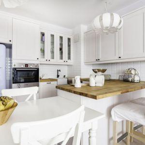 Piękna kuchni w klasycznym stylu. Projekt i zdjęcia: Decoroom