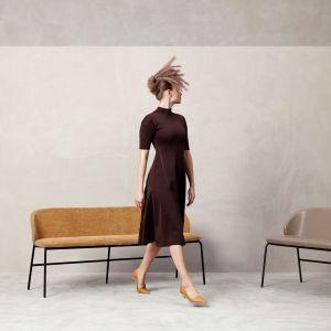 Duńska marka meblowa BoConcept, rozszerza swoją kultową kolekcję Princeton, wprowadzając do oferty nową ławkę i stołek barowy. Fot. BoConcept