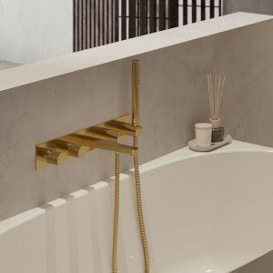 Bateria wannowa podtynkowa OMNIRES CONTOUR, ze zintegrowaną rączką prysznicową, intryguje ekstrawagancką formą o surowym, a zarazem subtelnym i eleganckim charakterze. Symetryczna forma baterii perfekcyjne współgra z wanną, tworząc harmonijną kompozycję. Fot. Omnires
