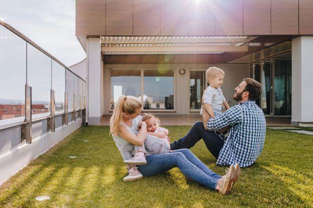 Płaski dach ma wielezalet funkcjonalnych oraz stanowi przestrzeń, którą możemy kreatywnie wykorzystać. Jak to zrobić? Podpowiadamy!